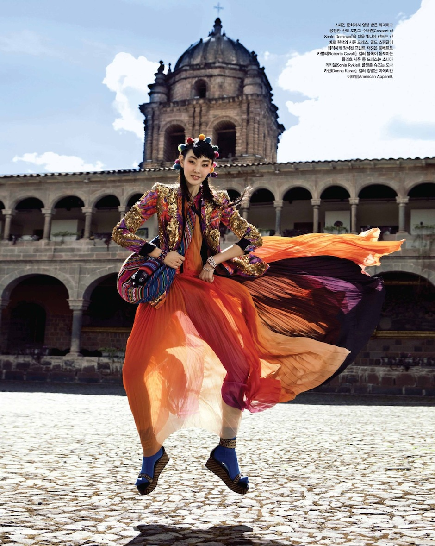 Han Hye Jin by Alexander Neumann (La Bella Señorita - Vogue Korea July 2012) 2.jpeg
