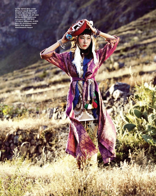 Han Hye Jin by Alexander Neumann (La Bella Señorita - Vogue Korea July 2012) 8.jpeg