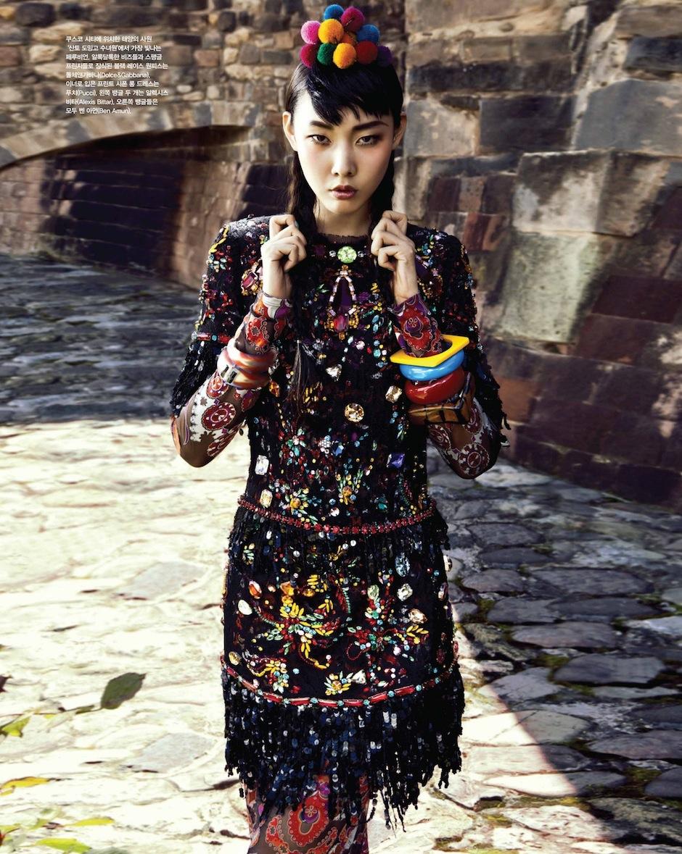 Han Hye Jin by Alexander Neumann (La Bella Señorita - Vogue Korea July 2012) 11.jpeg