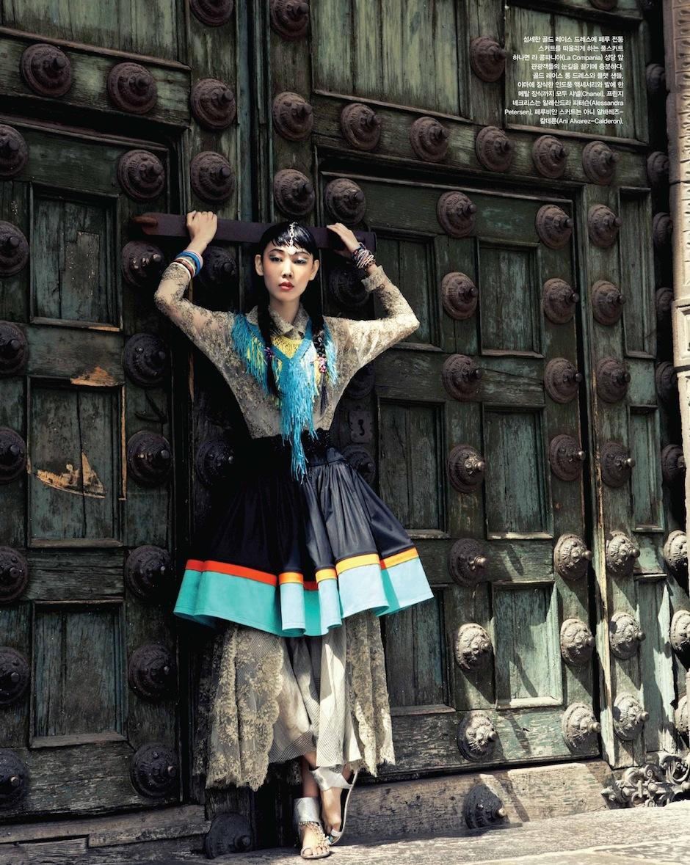 Han Hye Jin by Alexander Neumann (La Bella Señorita - Vogue Korea July 2012) 12.jpeg