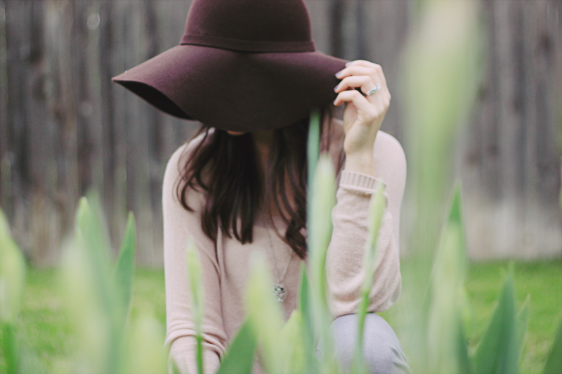 Lace Shoes and Floppy Hat Spring Wear | MALLORIE OWENS