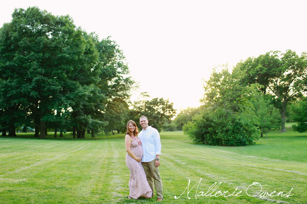 Maternity Photos at Loose Park in Kansas City | Mallorie Owens Photography
