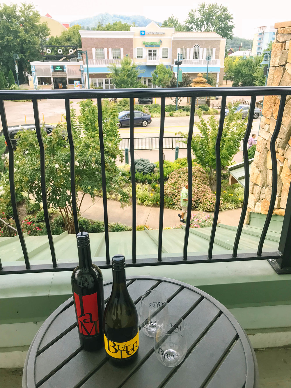 Travel Tuesday #SummerBucketList: Day Trip to The Island Pigeon Forge with JaM Cellars | Mallorie Owens