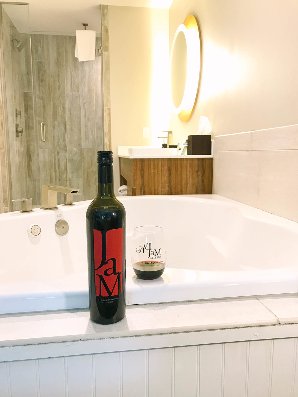 Unwind at Margaritaville Island Hotel in The Island Pigeon Forge, Tennessee with JaM Cellars Cabernet | Mallorie Owens