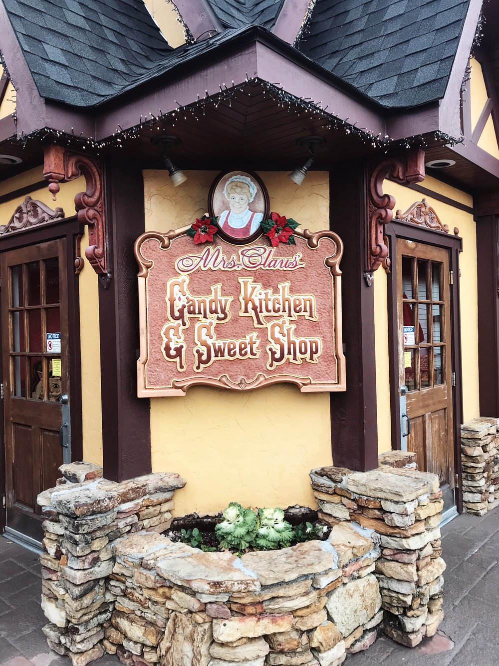 Fudge Shop at The Christmas Place in Pigeon Forge, Tennessee | Mallorie Owens