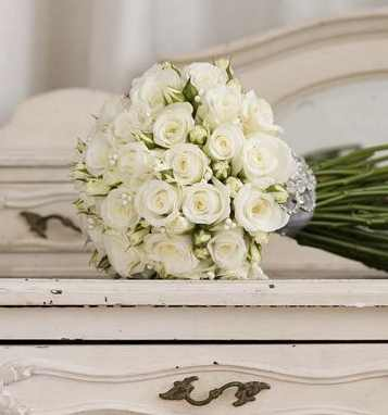 Jamie Aston White Wedding Flowers