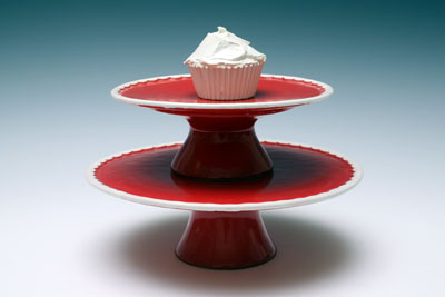 Scallopped cake stand