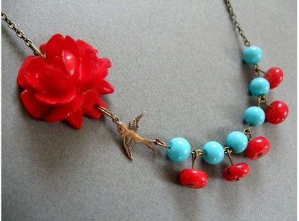 blue-and-red-necklace.png