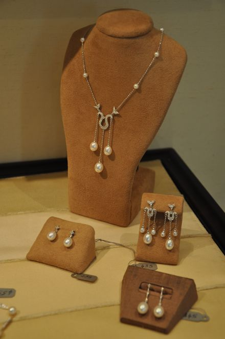 Sezen necklace and earrings