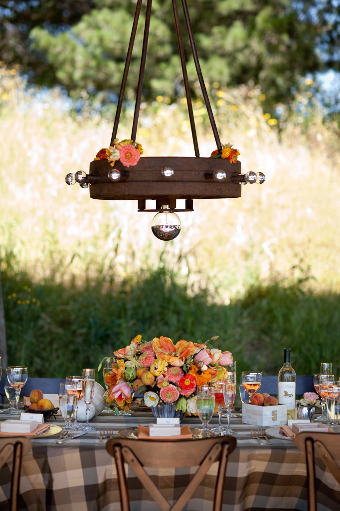 17-rustic-wedding-tables