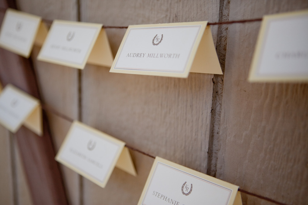 8-creative-seating-card-displays