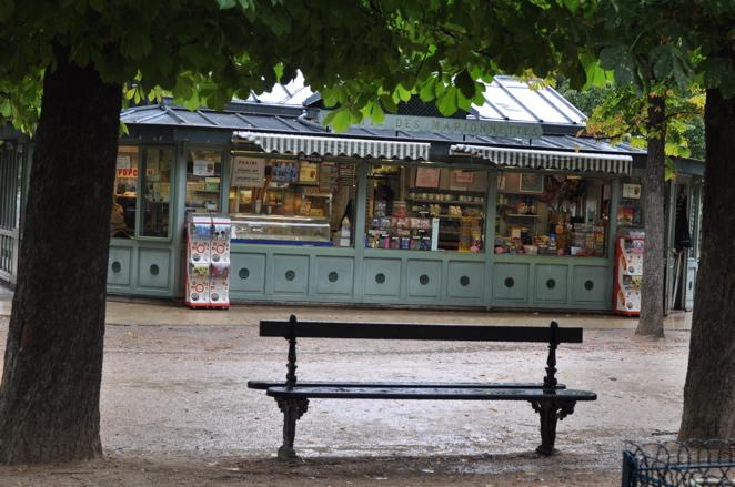 Jardin du Luxemboug  Kiosk from carousel