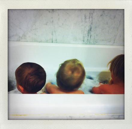 babies-in-bath