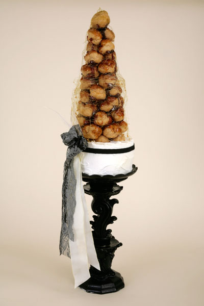 Photo courtesy of Delicieux Cakes croquembouche