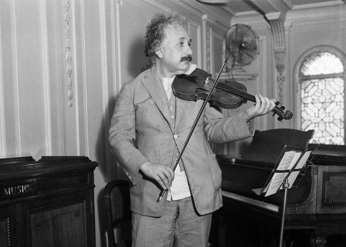 Einstein Playing Violin (Hope, 1921)