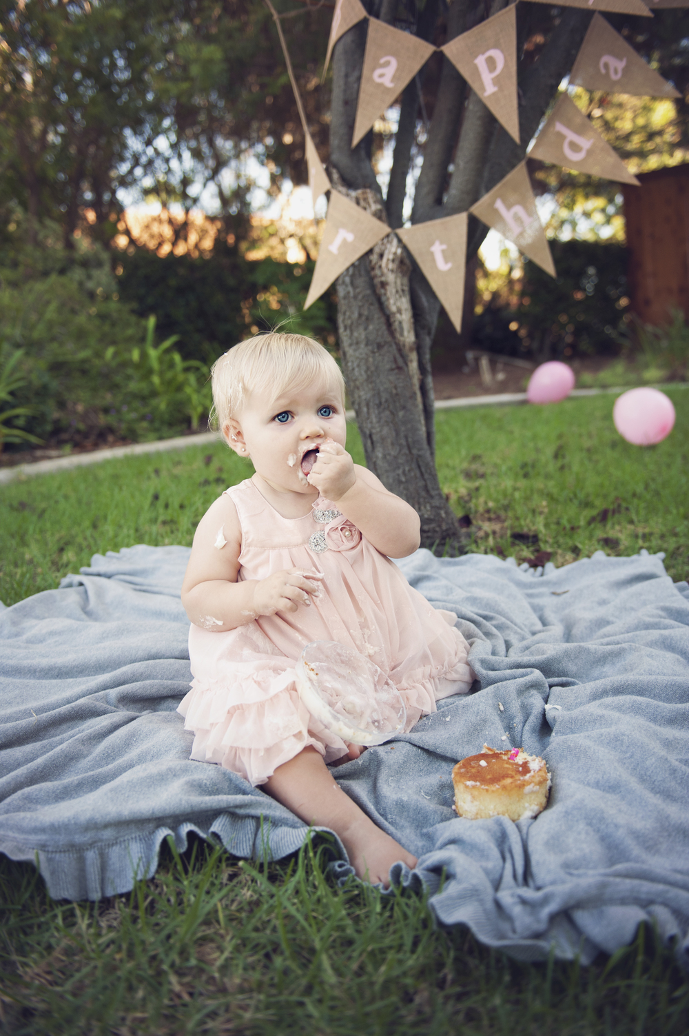 SanDiego-Kids-smash-the-cake-Portraits-Birthday-Photography