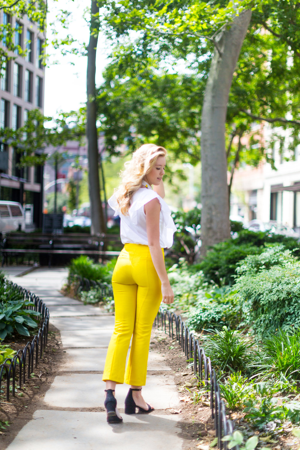 NYC Summer Yellow Lemon Print Outfit-9.jpg