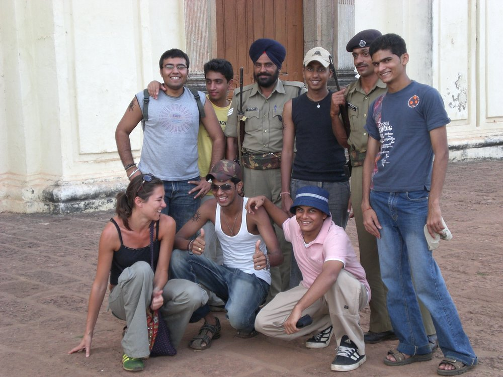 Volevo fare una foto con le guardie davanti al forte….e come spesso accade in India…é diventata una foto ricordo anche di un gruppo di turisti indiani!
