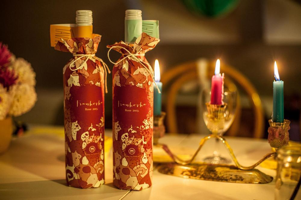 Iskreno vino za iskrene ljude, trenutke i osjećaje poklonjeno je, u Tavansko ime, našim glavnim akterima ...