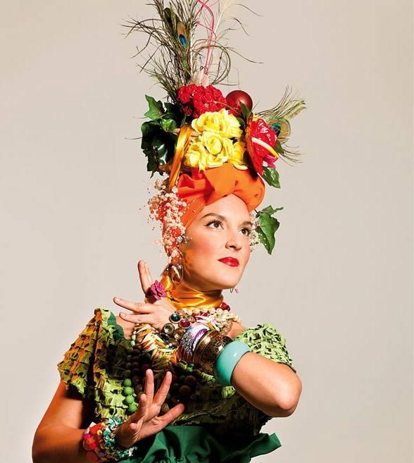 Photo: Martina Kenji za Elektrovintage / Kad bijah Carmen Miranda, a možda i Parvati ili Durga ;)
