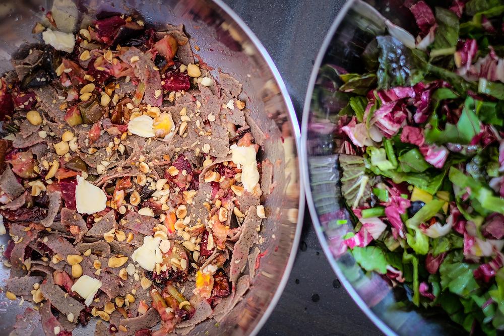 Obiljeeee!! Salatu začiniti limunovim sokom, maslinovim uljem i solju, može i malo bijelog aceto balsamica!