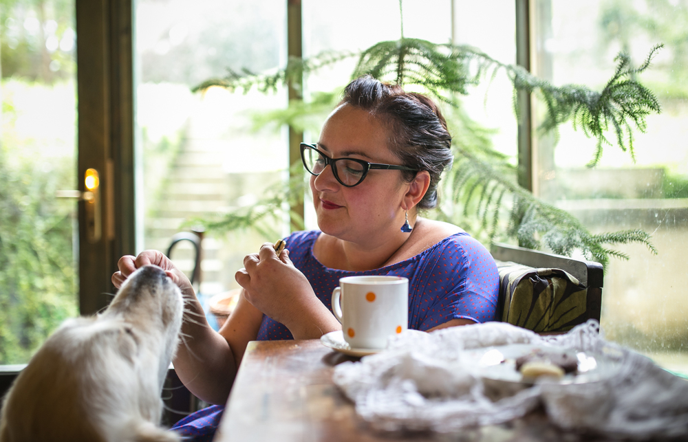 Mirena i njezina Pinja   jedu Đurđine kexiće :)