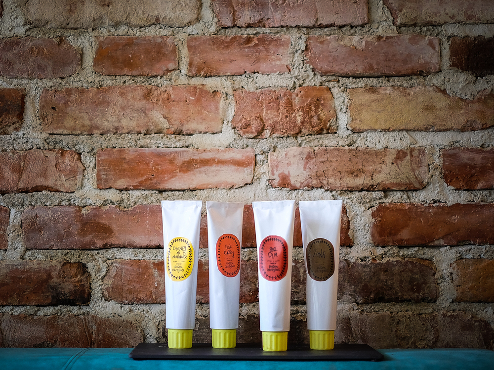 Ekipa u tubama, s lijeva na desno, su: Chutney od Naranče, Bbq Curry, Bbq Dim, Zenf! Nemaju ni k od konzervansa - zato ih valja držat u hladnjaku i smazat čim čim prije - tim tim bolje!