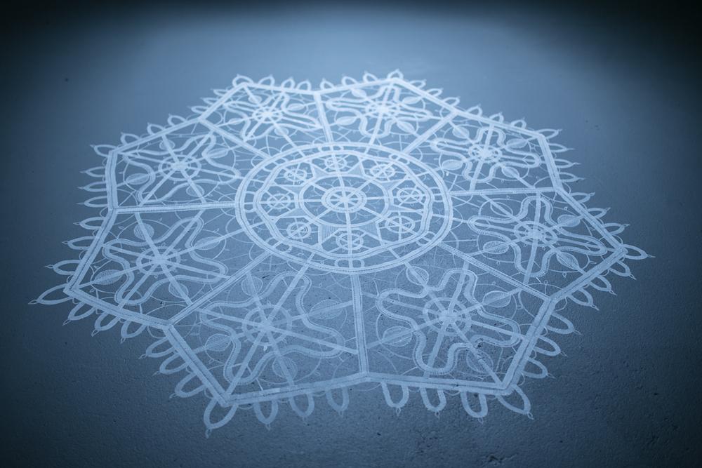 Osim što izgleda k'o ogroman tabletić ili paška čipka, mandala je vizualno i energetski iznimno moćna e da bi nam privukla pažnju i umirila nemirne, počesto negativne umotvorine!