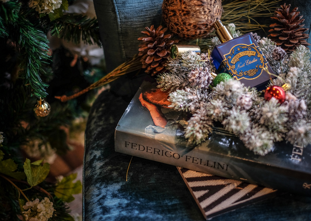 O ovome parfemu nemam Sanjinov opis ali znam da je jako klasičan, talijansko kičast iako je sve na i u njemu francusko od imena kuće Anick Goutal do imena samog mirisa Niut Etolilee što će rijet' Zvjezdana Noć!