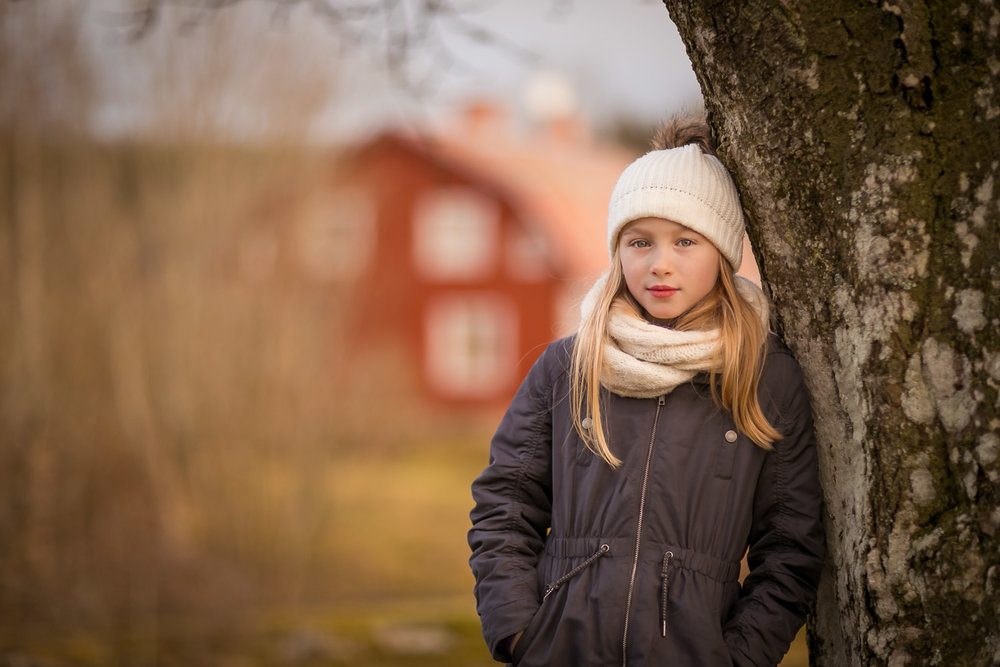 Swedish-girl-in-Sollentuna-by-familjefotograf-Sandra-Jolly.jpg