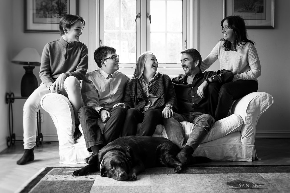 Lifestyle-family-photograph-at-home-in-Danderyd-by-Sandra-Jolly.jpg