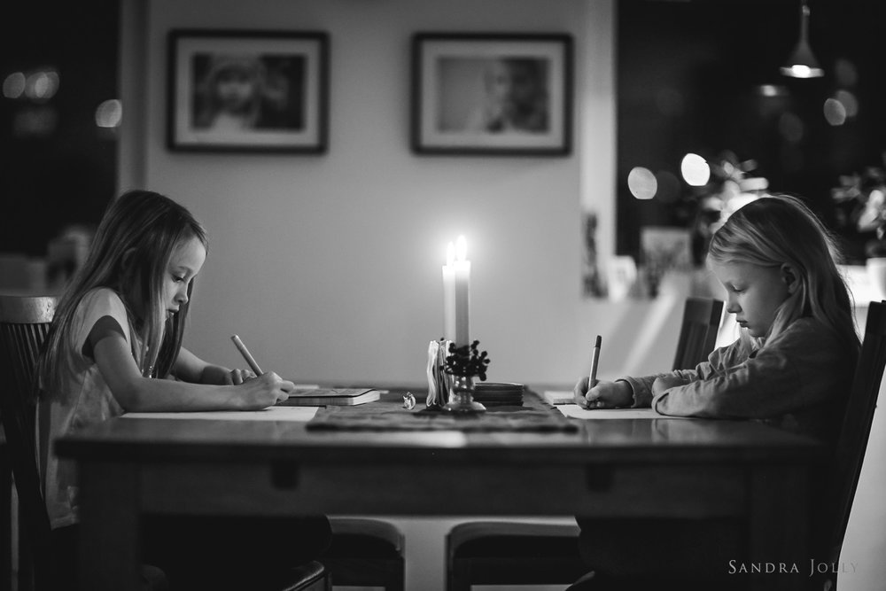 Black-and-white-photo-of-sisters-by-candlelight-by-Sandra-Jolly.jpg