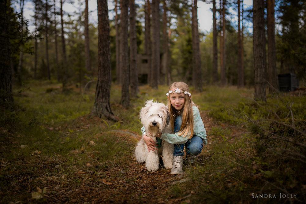 A-girl-and-her-Tibetan-Terrier-by-Stockholm-barnfotograf-Sandra-Jolly.jpg
