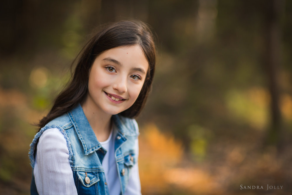 autumn-portrait-of-smiling-girl-by-familjefotograf-Sandra-Jolly.jpg
