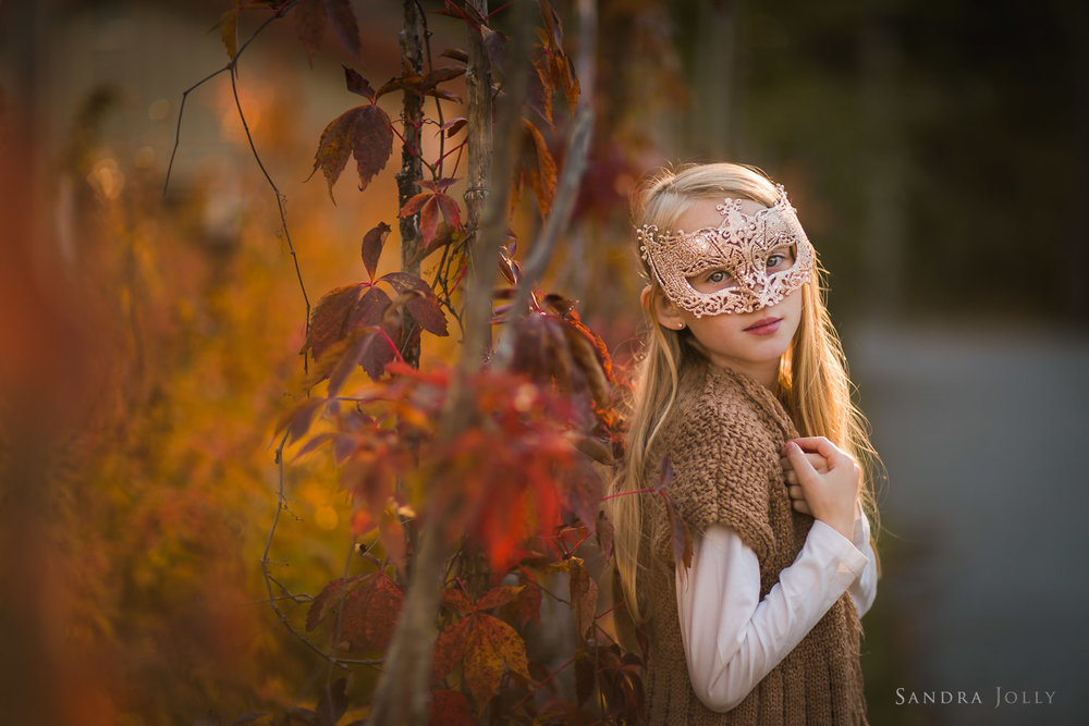 autumn-portrait-of-girl-in-a-mask-by-Stockholm-fotograf-Sandra-Jolly.jpg