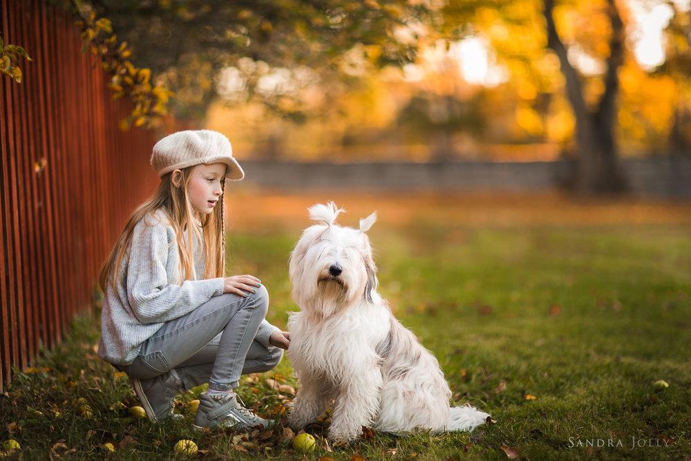 Child-portraitd-in-Edsbergparken-by-barnfotograf-sandra-jolly.jpg