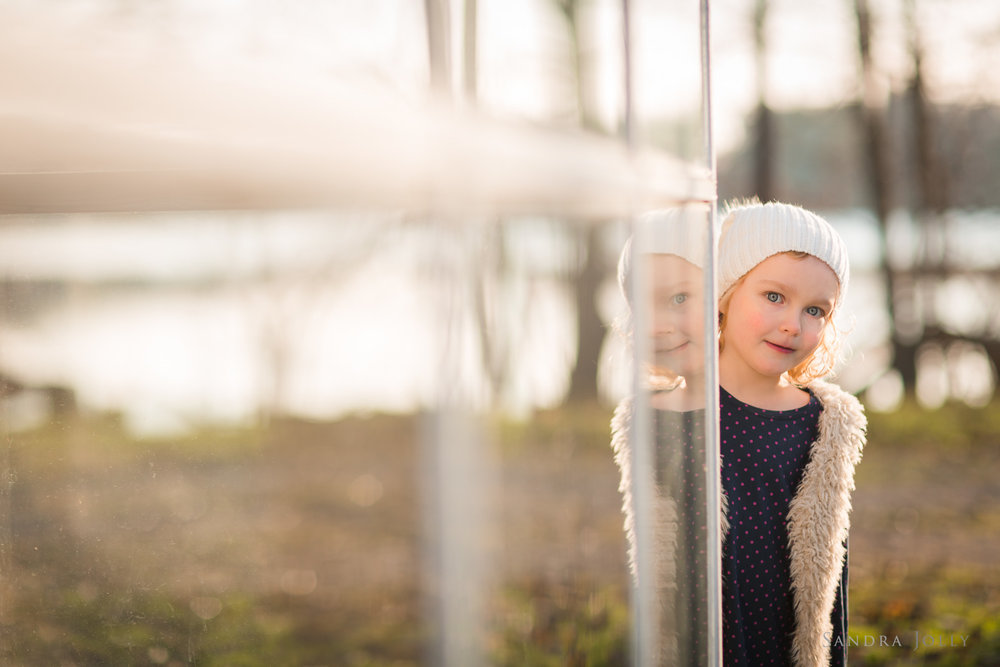 outdoor-winter-portrait-by-barnfotograf-Sandra-Jolly.jpg
