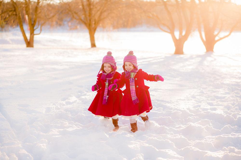 children-running-in-snow-by-stockholm-barnfotograf-sandra-jolly.jpg