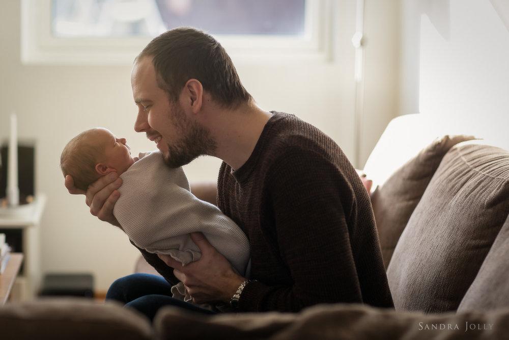 Lifestyle-newborn-shoot-with-Stockholm's-best-family-photographer.jpg