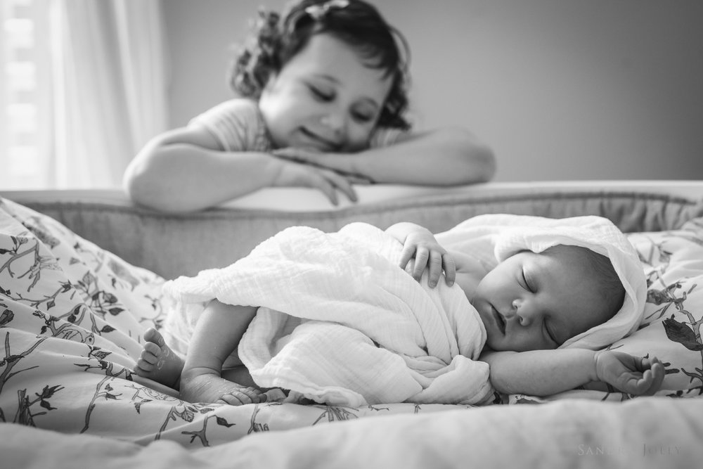 baby-and-sibling-photo-session-by-Stockholm-family-photographer.jpg