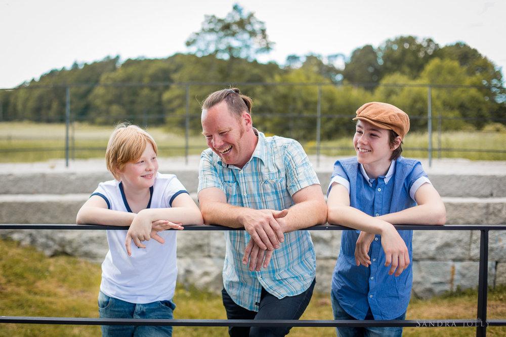 happy-family-portrait-session-at-Rosersberg-Slott.jpg