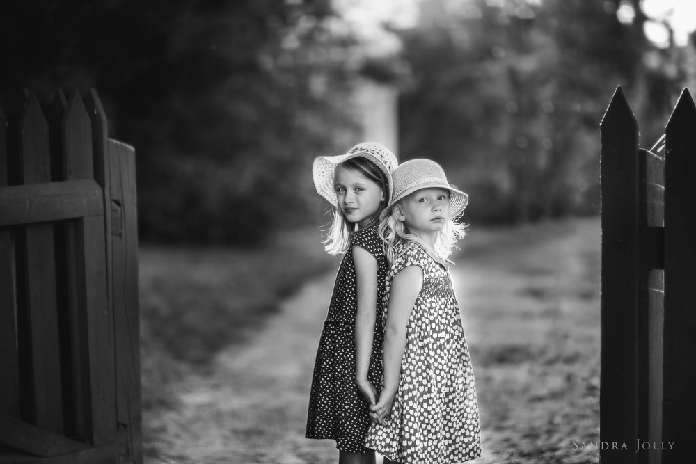 black-and-white-photo-of-sisters-by-Stockholm-family-photographer-Sandra-Jolly.jpg
