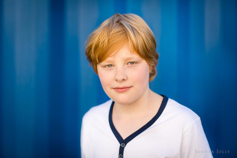 teenage-boy-photo-sessiong-at-Rosersbergs-Slott.jpg
