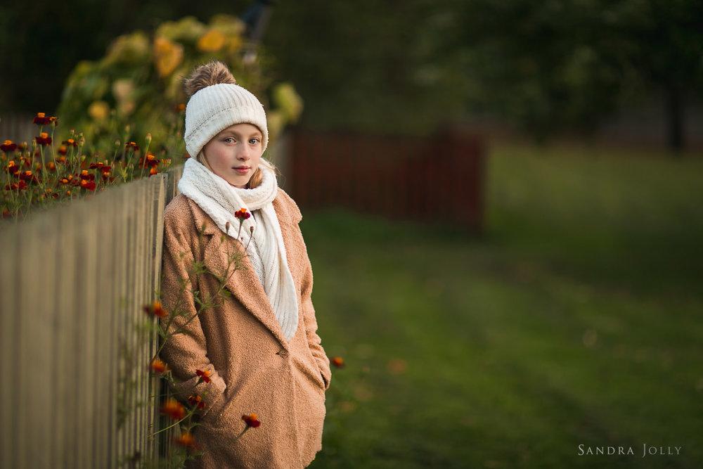 tween-girl-by-Sollentuna-barnfotograf-Sandra-Jolly.jpg