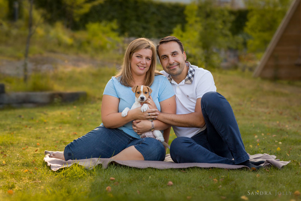 couple-with-puppy-Stockholm-outdoor-family-photographer.jpg