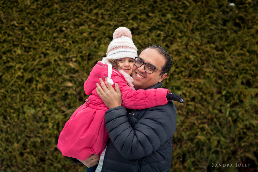 father-and-daughter-hugging-by-Danderyd-familjefotograf-Sandra-Jolly.jpg