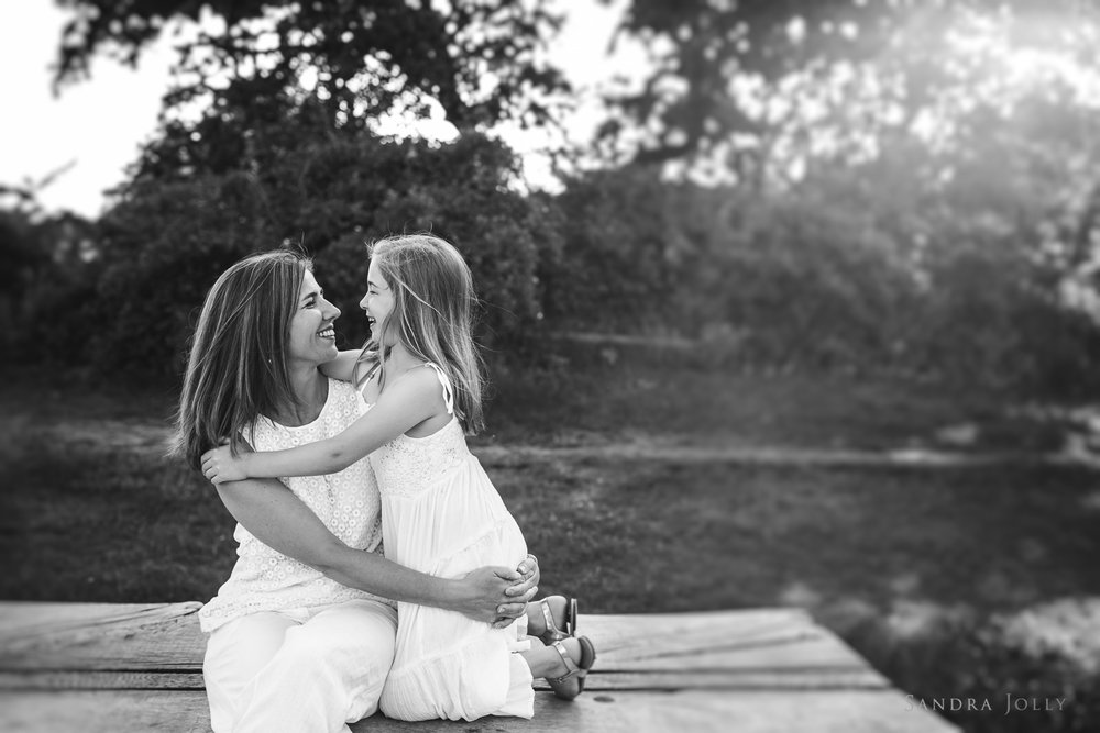 mother-and-daughter-hugging-by-Djursholm-fotograf-Sandra-Jolly.jpg