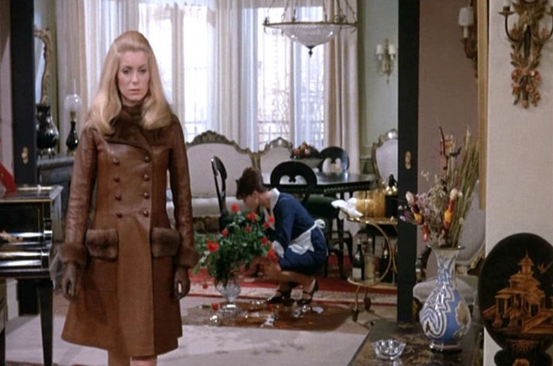 Catherine-Deneuve_Belle-de-Jour_leather-coat-apartment-mid.bmp.jpg