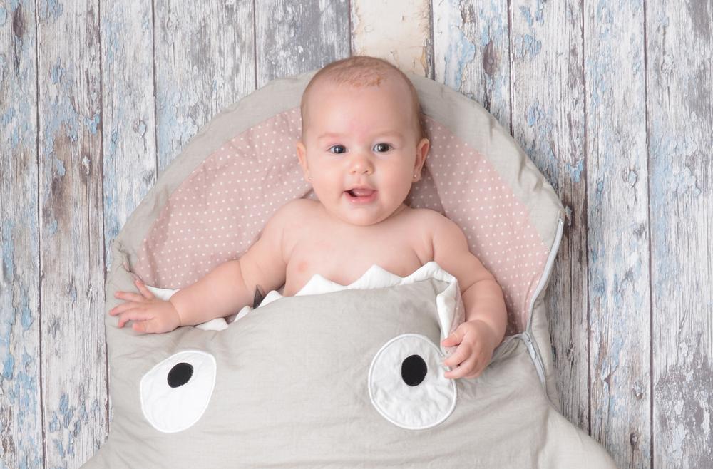 baby-bites-sleeping-bag-shark_creme.png