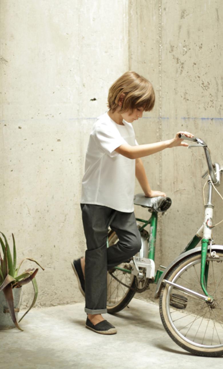 MOTORETA-boy-tshirt-pants.png